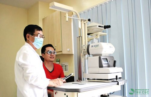 Doctor is measuring eye vision for client