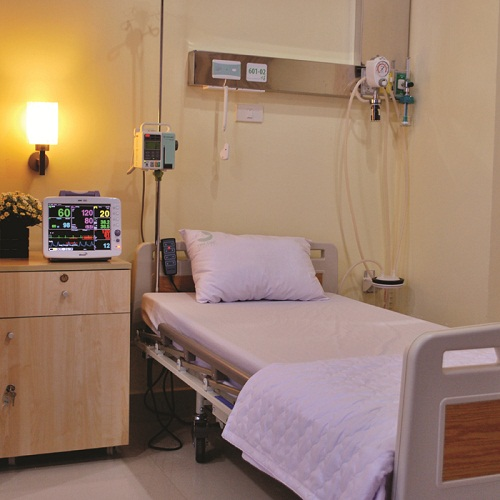 Each hospital bed is equipped with modern medical facilities.