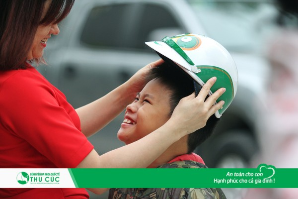 It is required that kids wear motorcycle helmets when travelling on the road