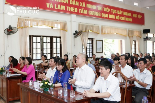 Attending the program, there are representatives of management board from Thu Cuc Hospital and representatives of Minh Tri commune's leaders as well as women in the village.