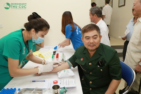 Doctors and nurses are performing examination